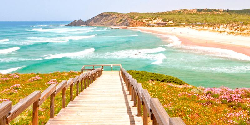 Algarve Küste mit Brücke